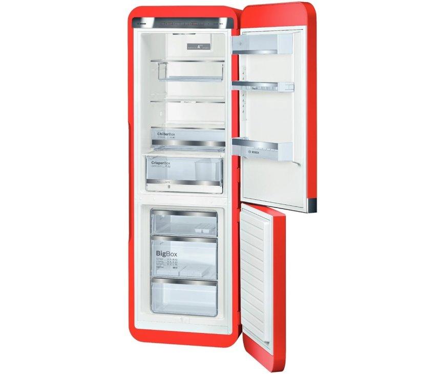Het interieur van de 200 cm. hoge Bosch KCE40AR40 koelkast rood