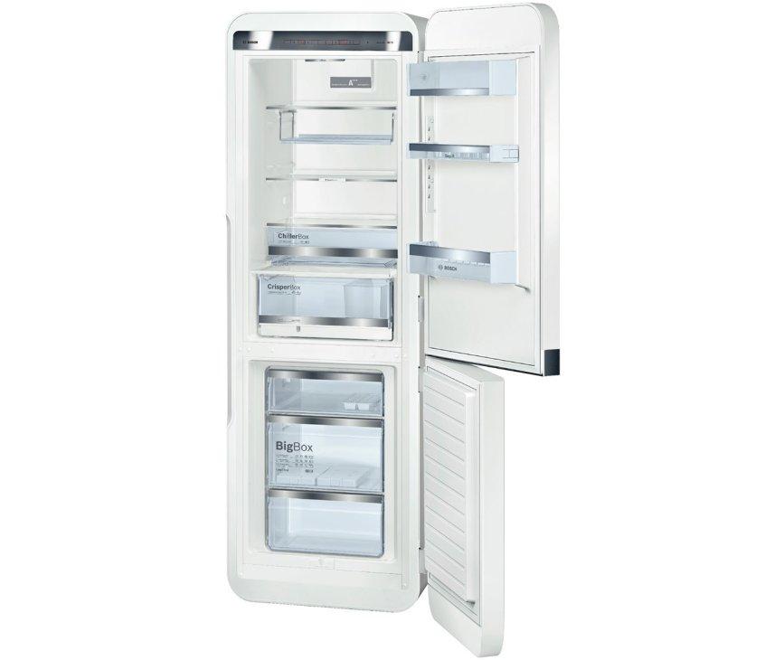 De binnenzijde van de Bosch KCE40AW40 koelkast wit