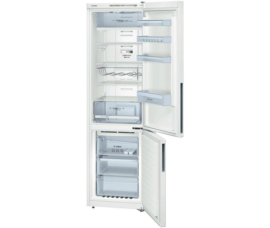 De binnenzijde van de Bosch KGN39VW31 koelkast wit, uitgerust met oa. ChillerBox en flessenrek