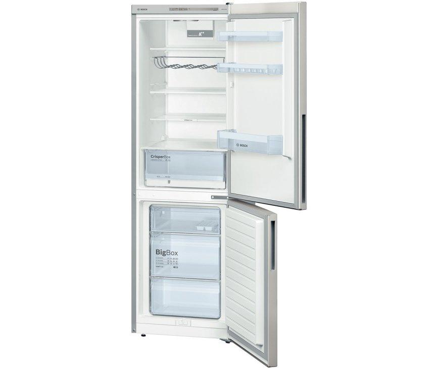 Het ruime interieur van de Bosch KGV36VE32S koelkast grijs