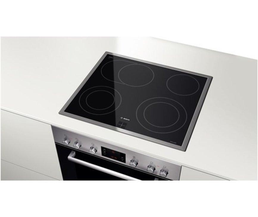 De Bosch NKH645G17M keramische kookplaat is te combineren met de Bosch HEG33U350 oven