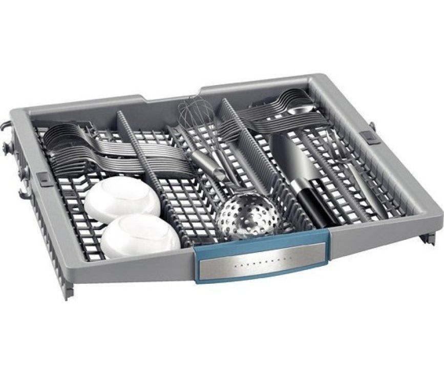 De Bosch SMU69N45EU onderbouw vaatwasser is voorzien van een besteklade bovenin de machine