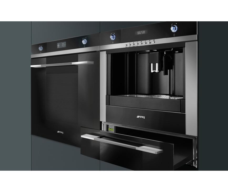 De Smeg CMSC45NE is vanwege het strakke design perfect te combineren met de andere Linea Luce apparaten van Smeg