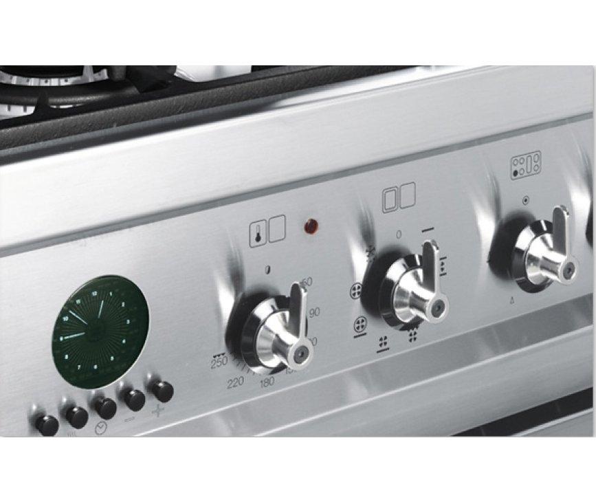 De Smeg CSP20NL8 is voorzien van zelfreinigende pyrolyse oven
