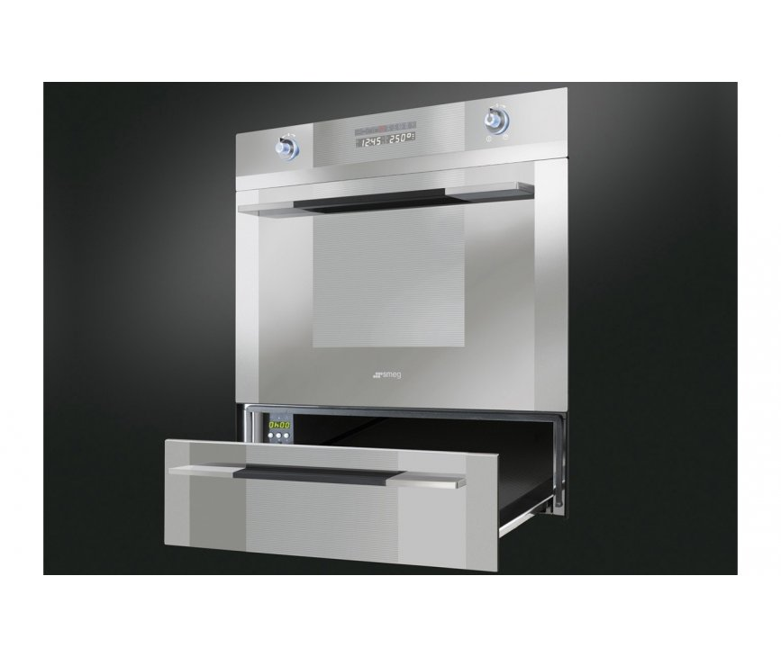De CT15-2 warmhoudlade van SMEG kan eenvoudig onder een 45 cm. inbouw apparaat uit dezelfde Linea Luce lijn geplaatst worden.