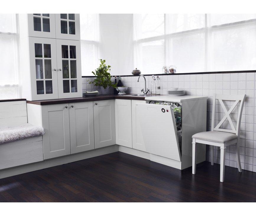 De Asko D5434 XL wit vrijstaande vaatwasser is door het nieuwe strakke design perfect te combineren in iedere keuken