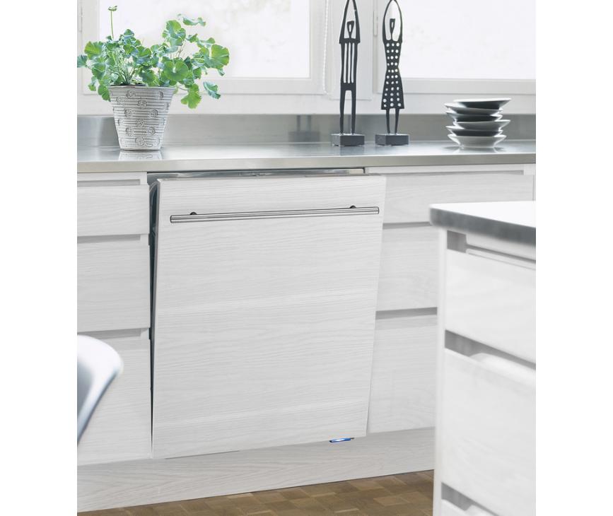 Op de ASKO verhoogde vaatwasser D5554XXL kunt u uw eigen keukendeur plaatsen