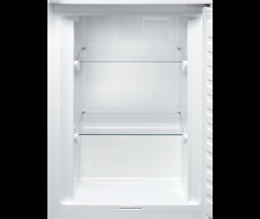 Dankzij het LowFrost systeem in de vriezer van de Electrolux EN3613MOX heeft u zeer veel inhoud en weinig ijsaanrijping