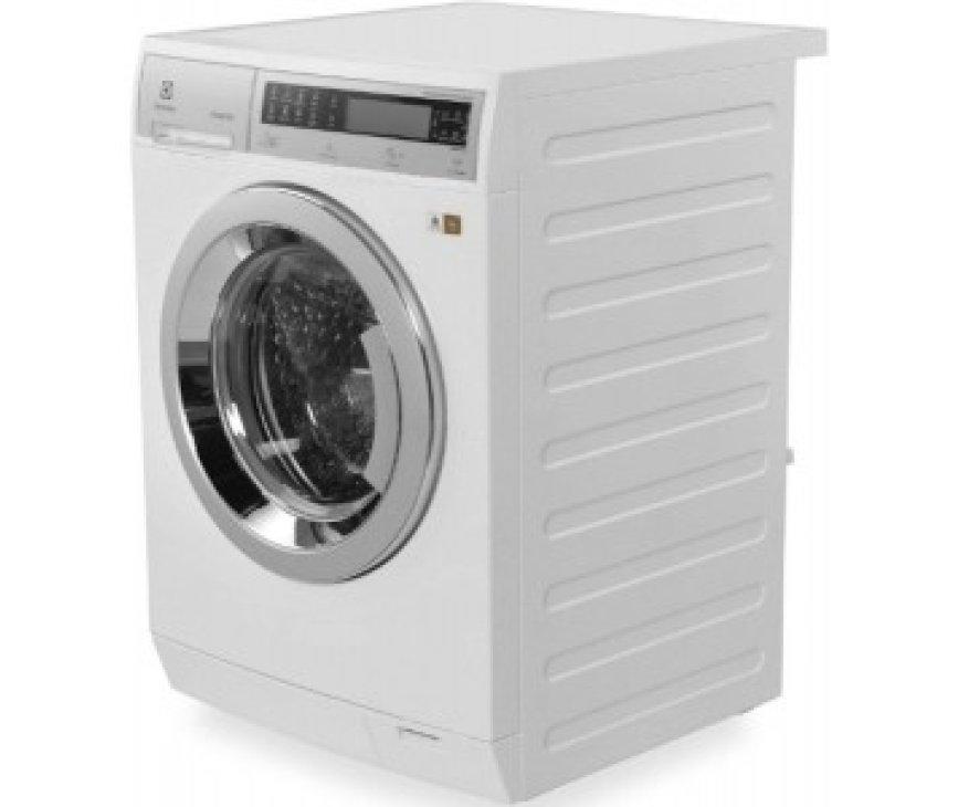 De Electrolux EWF1408WDL wasmachine beschikt over een ruime vulopening welke eenvoudig in- en uit te laden is