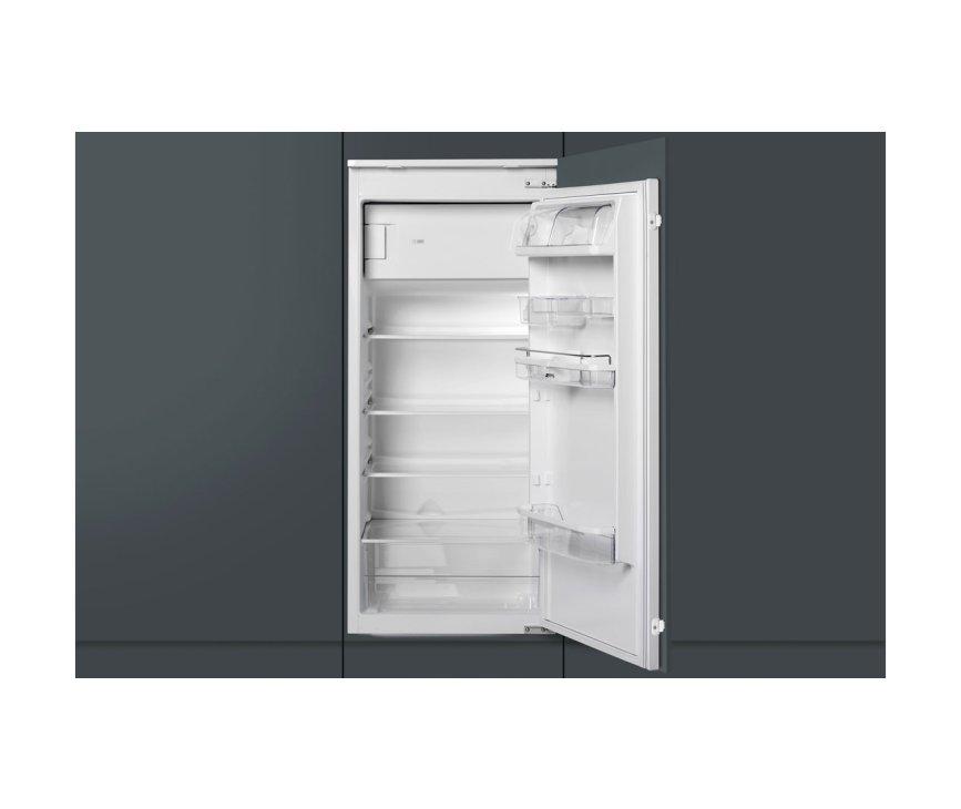 Praktisch bij de Smeg FR2052P is het verstelbare interieur en de degelijke vakken in de deur