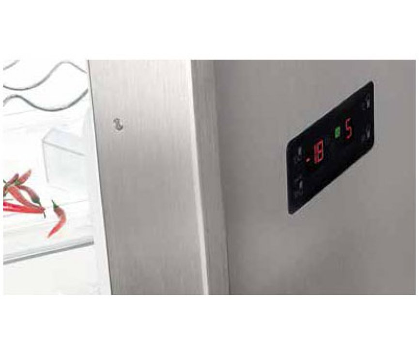 Het stoere design van de deur met U-profiel greep maken de Gram KF 6406-90 FN X een eyecatcher voor iedere keuken
