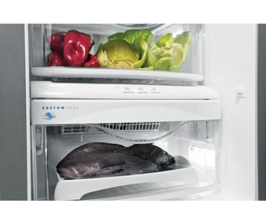 In de verschillende lades onderin het koelgedeelte kan groente, fruit, vlees en vis langer bewaard worden.