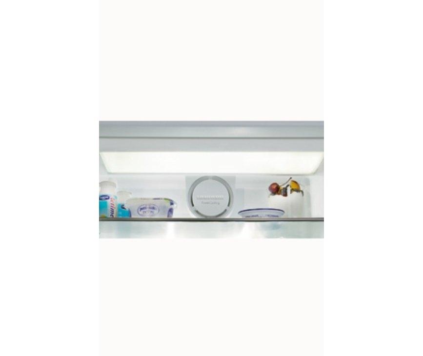 De Liebherr K4270 beschikt over plafond verlichting voor optimale helderheid.