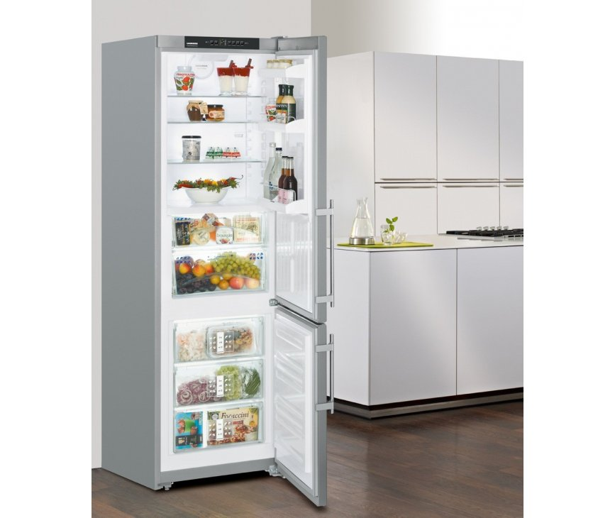 Het design van de Liebherr CBPesf4043 koelkast is strak en voorzien van SmartSteel