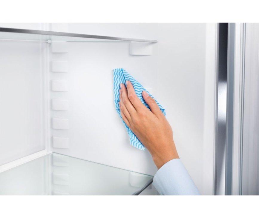 De wanden van de Liebherr CN4313 koelkast zijn van een easy clean materiaal