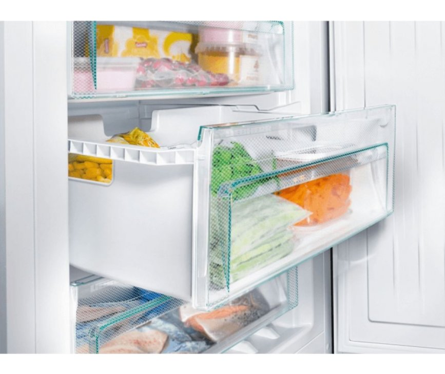 De Liebherr CN4313 koelkast heeft ook een ruim vriesgedeelte