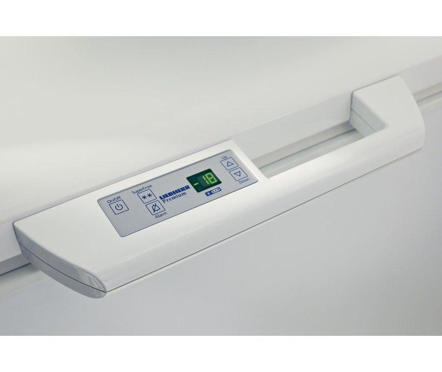 De Liebherr GTP4656 vrieskist wit beschikt over een digitaal bedieningspaneel in de handgreep