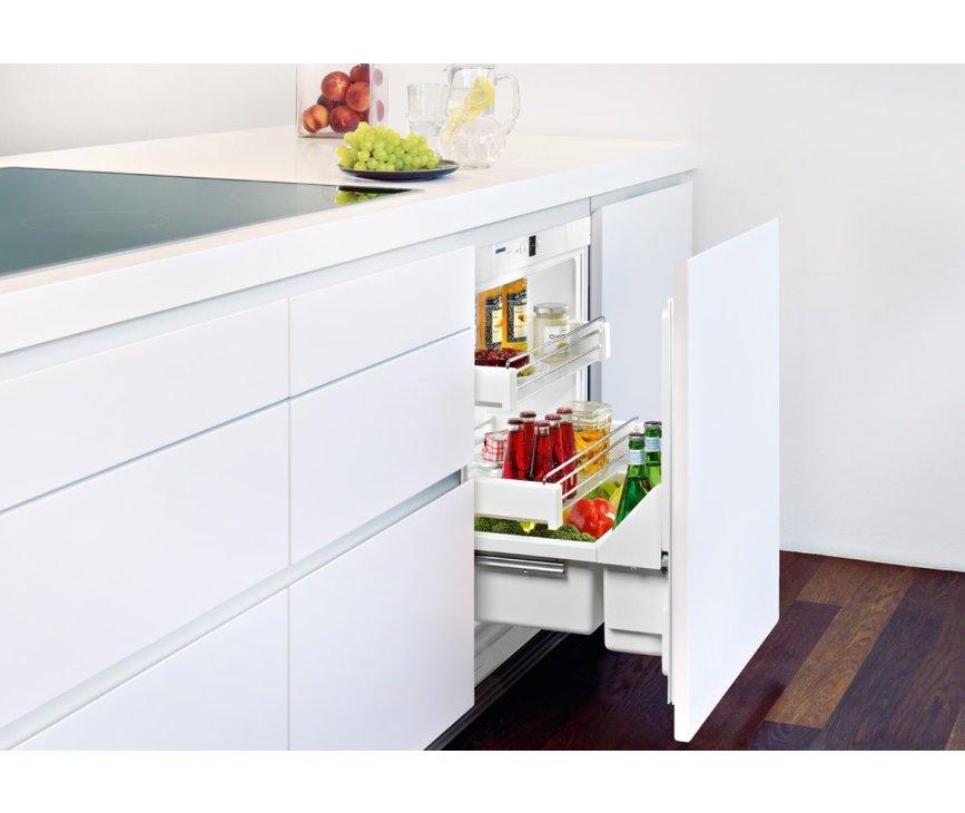 De Liebherr UIK1550 onderbouw koelkast beschikt over uittrekbare draagplateaus