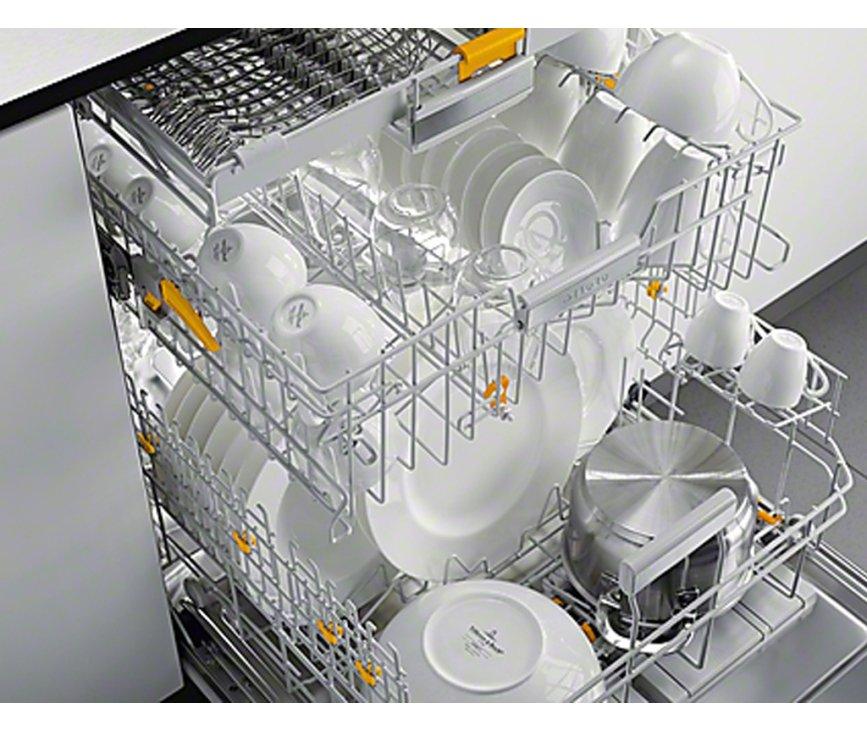 De Miele G4960 SCVi inbouw vaatwasser beschikt over een bovenkorf, een onderkorf en een bestekmand