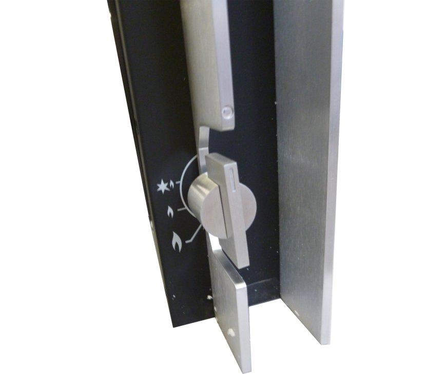 De bediening van de Smeg P23LIN is eenvoudig door middel van een draaiknop aan de zijkant