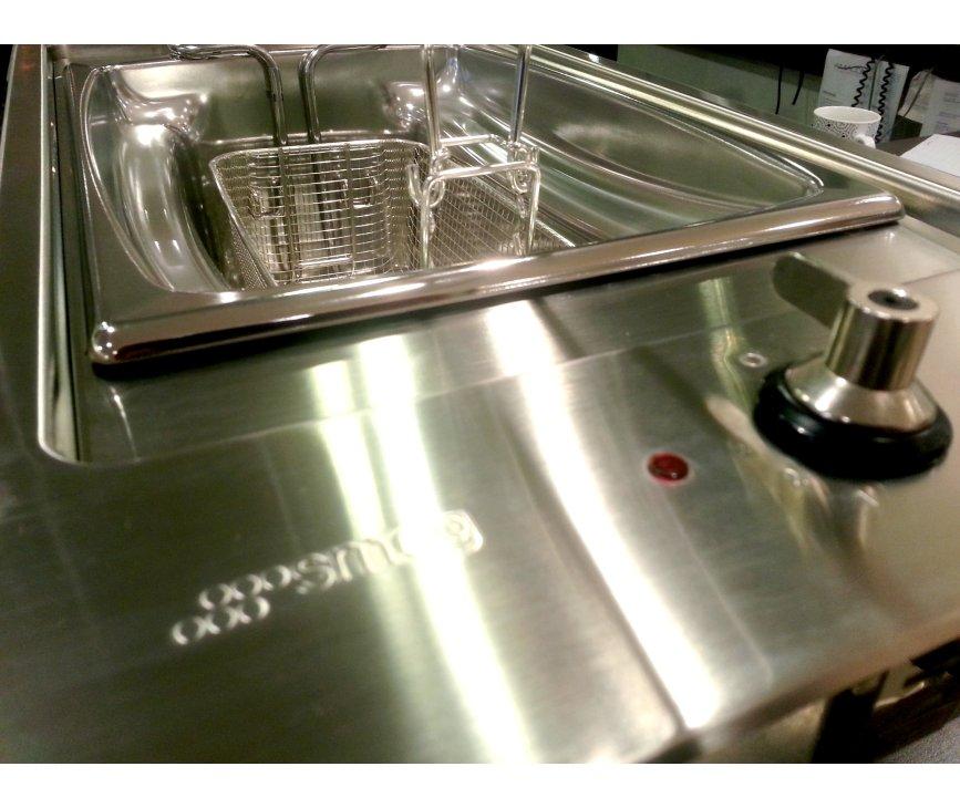 Fraai design van de SMEG friteuse met de typische SMEG knoppen