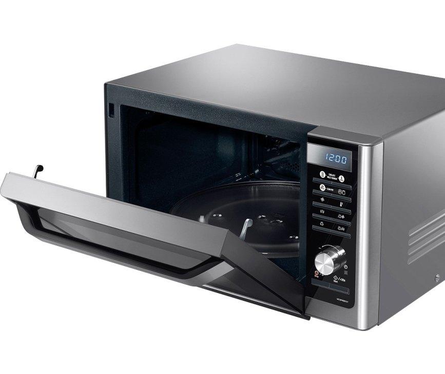 De Samsung MC32F606TCT heeft een RVS behuizing en een zwarte klep