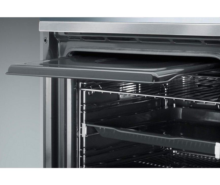 Binnenin de oven bevindt zich aan de bovenzijde een spatscherm