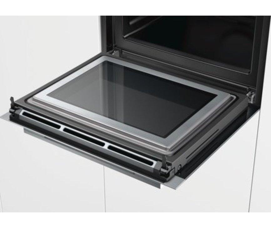 De ovendeur van de Siemens HM633GNS1 oven met magnetron