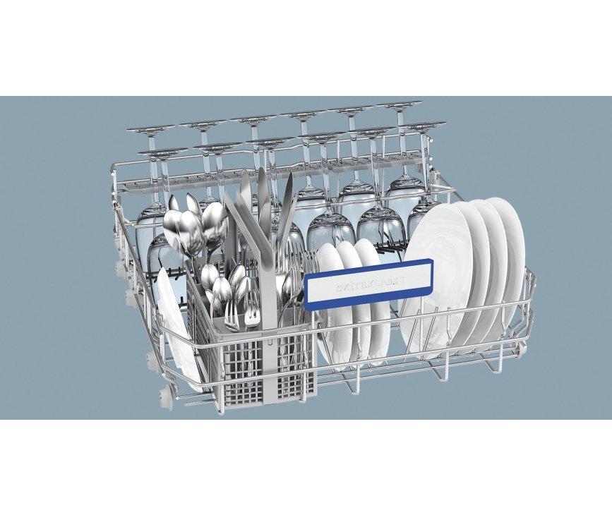 De onderkorf van de Siemens SN68M058EU inbouw vaatwasser is flexibel indeelbaar dankzij de neerklapbare steunen