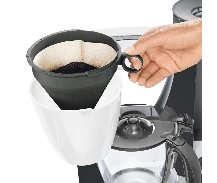 De Siemens TC60301 koffiezetapparaat is uitgerust met een zwenkbare filterhouder