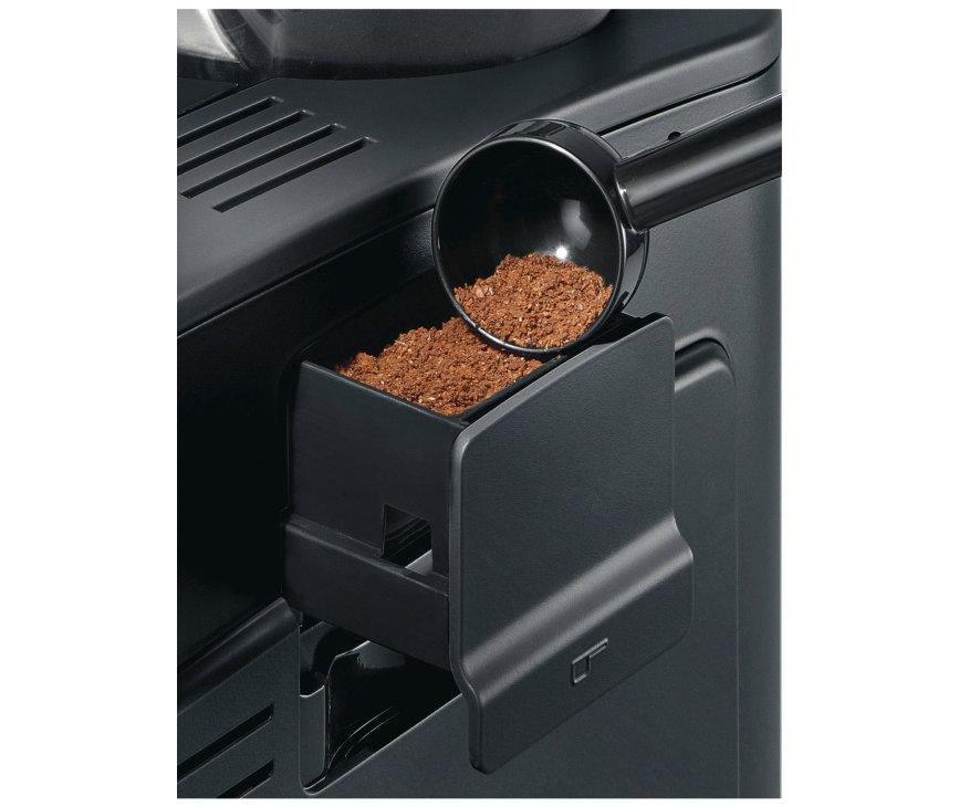 De Siemens TE501205RW koffiemachine beschikt over een lade voor voorgemalen koffie