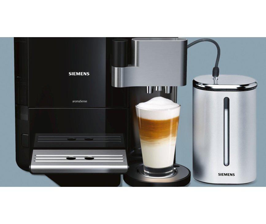 De Siemens TE717209RW koffiemachine zwart wordt geleverd met geisoleerde melkcontainer voor het beste merlkschuim