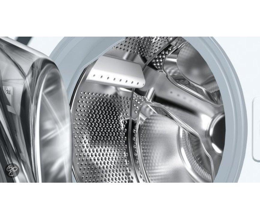 De Siemens WM14B262NL beschikt over de verbeterde roestvrijstalen trommel voor behoedzamere omgang met uw wasgoed