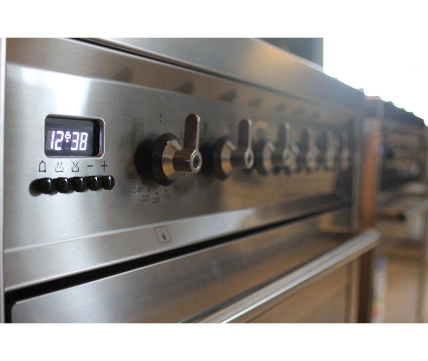 Het strakke design van de Smeg C7GMXNLK maakt dit 70 cm. brede fornuis een meerwaarde voor iedere keuken