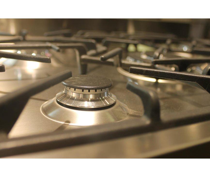 5 pits kookvlak op de Smeg C7GMXNLK met wokbrander in het midden