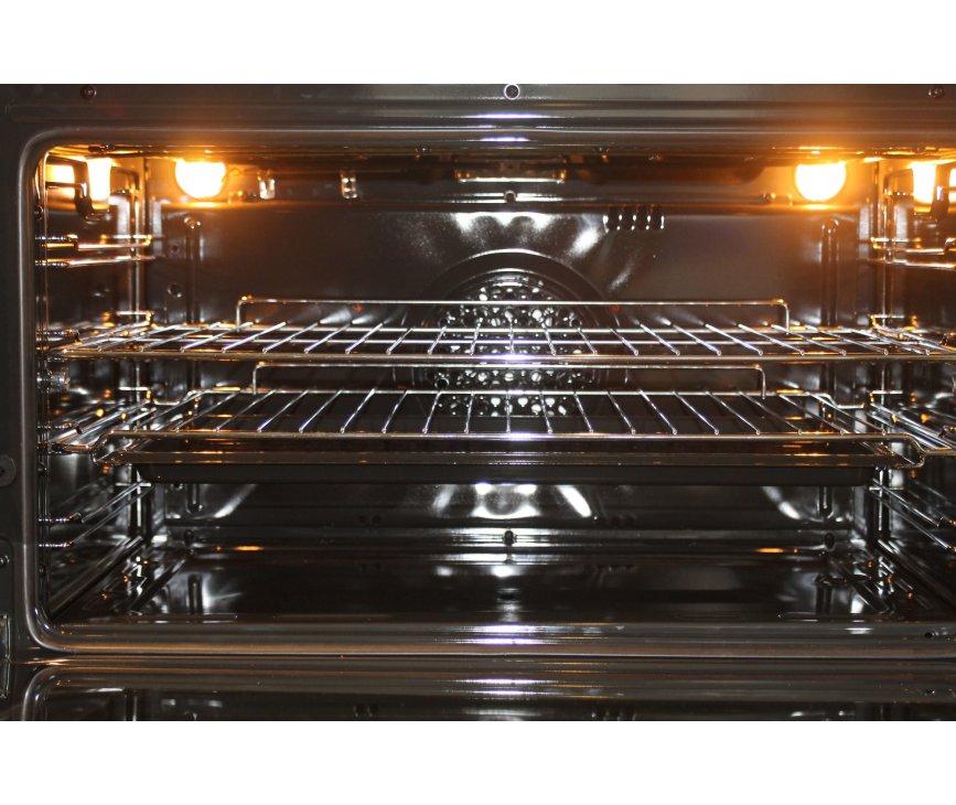 Foto van de binnenzijde van de oven van de Smeg C8GMXNLK