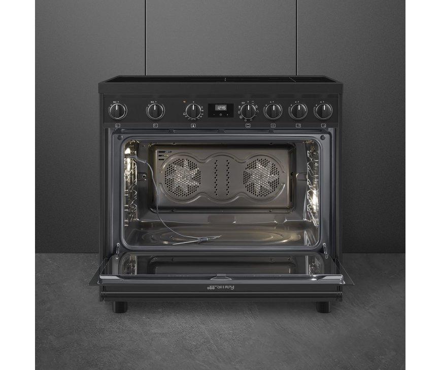 Dankzij de dubbele ventialtor in de oven is deze veel sneller op temperatuur en wordt de warmte gelijkmatiger verdeeld