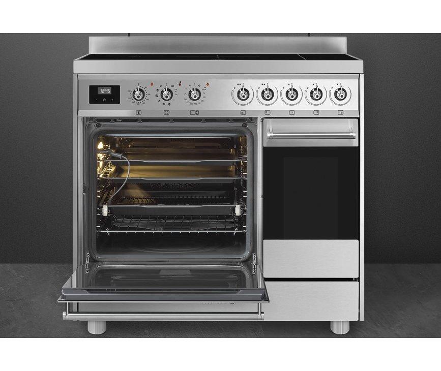 De grote ruime oven links heeft een energieklasse A label en beschikt over verschillende functies