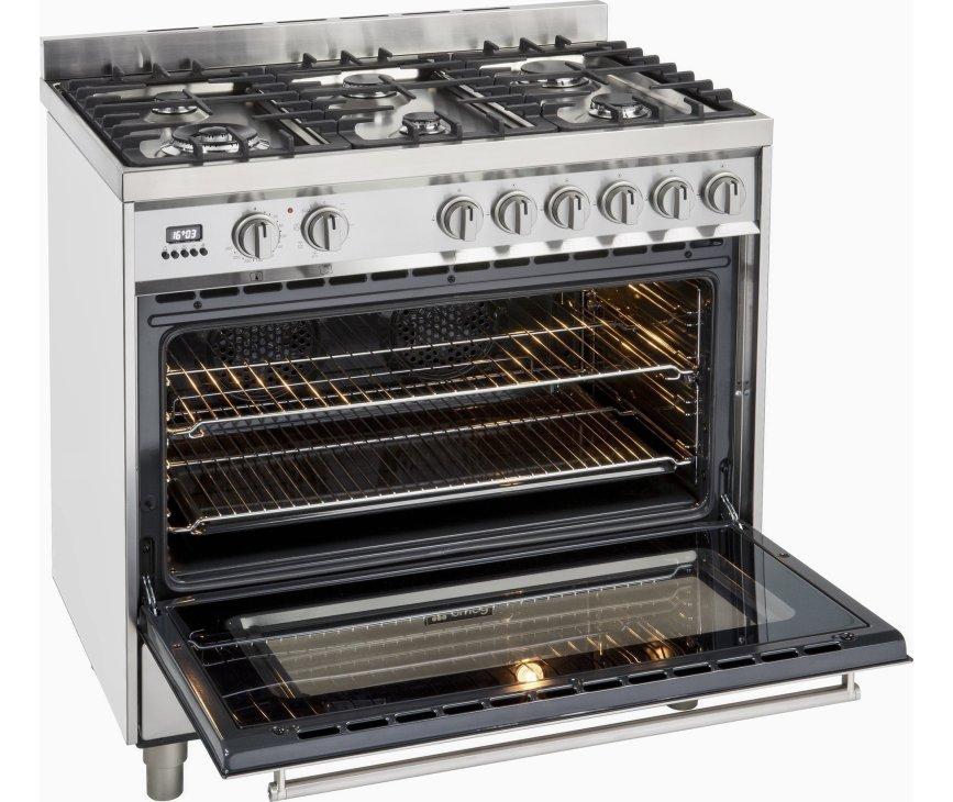 De Smeg DS9GMX beschikt over een ruime oven uitgevoerd met twee roosters en twee lekbakken
