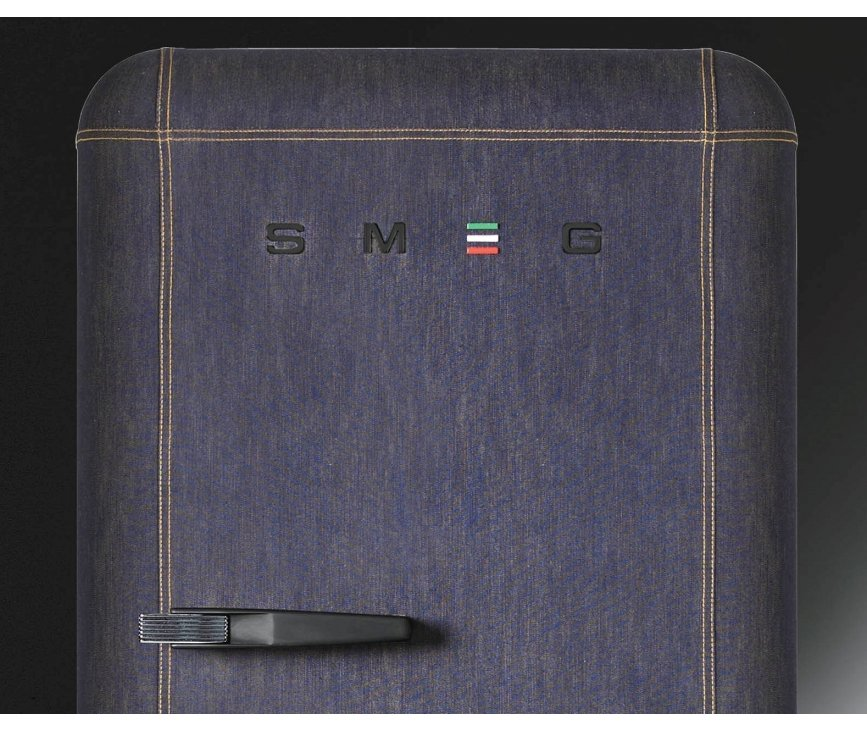 De Smeg FAB28RDB beschikt eveneens over de letters S M E G aan de voorzijde