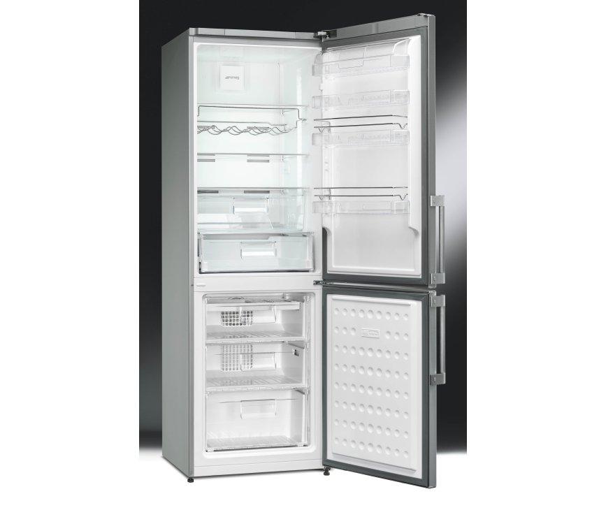 Foto van de binnenzijde van de Smeg FC370X2PE koelkast