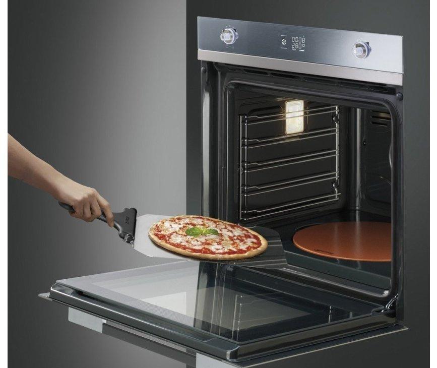 De Smeg SF122PZ inbouw oven beschikt over de uitermate handige pizza functie