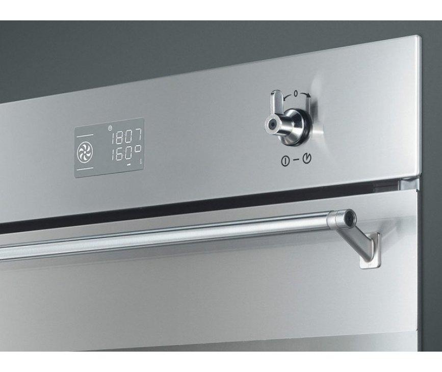 De Smeg SF390X inbouw oven is uitgevoerd met een digitaal bedieningspaneel