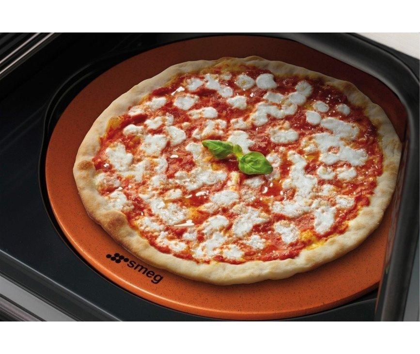 Maak de lekkerste pizza's met de Smeg SF390XPZ inbouw oven
