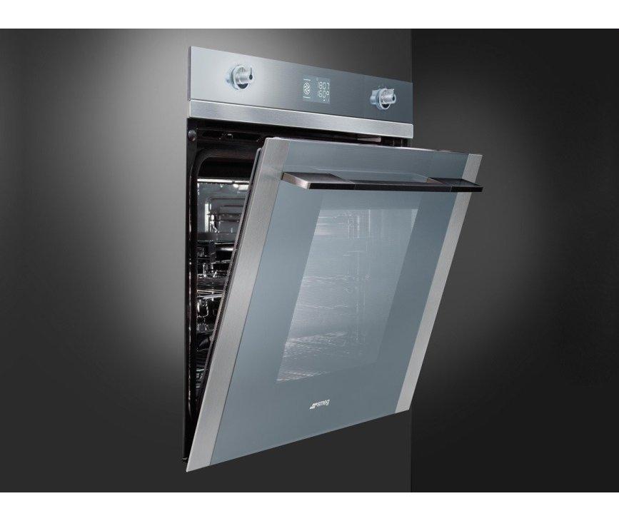 De Smeg SFP125-1 inbouw oven heeft een inhoud van 70 liter