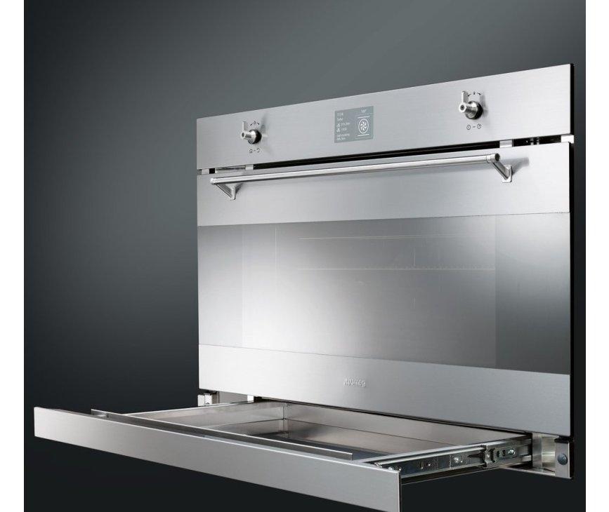 De Smeg SFP3900X inbouw oven is voorzien van een handige opberglade onder de oven