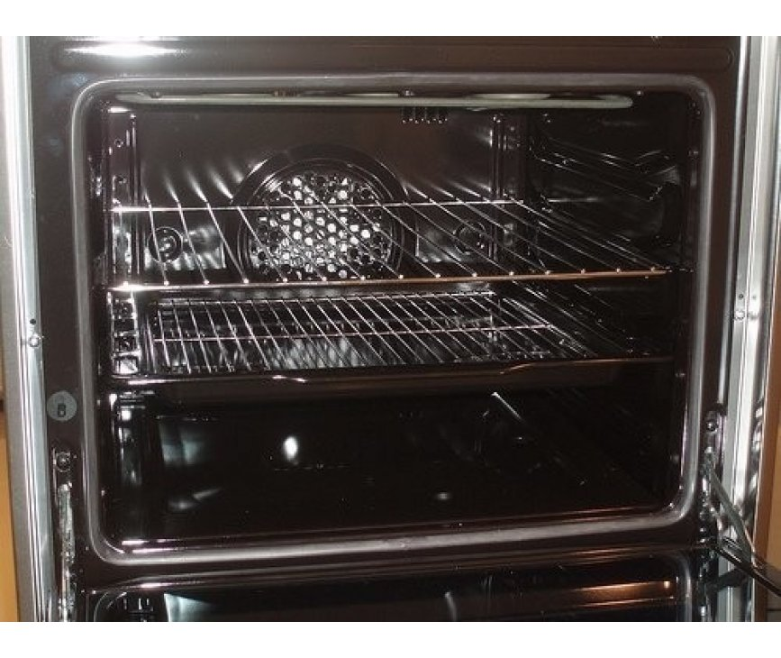 De ruime oven van het SMEG fornuis C6GMXNLK8