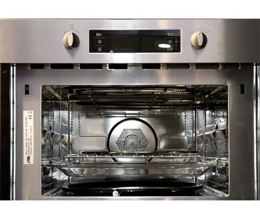 Foto van de binnenzijde van de oven/magnetron ruimte van de T2144RVS