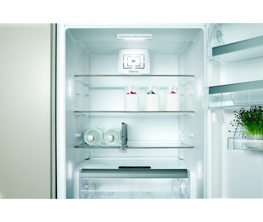 De Whirlpool ART9811 A++ SFS inbouw koelkast heeft een totale inhoud van 308 liter