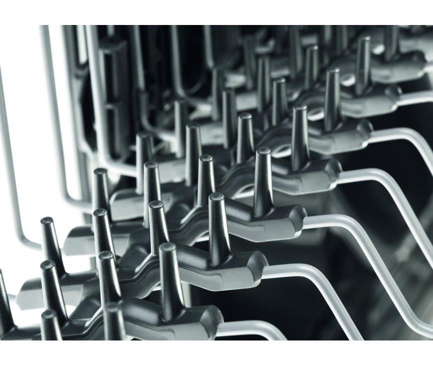 De rubberen spikes in de Zanussi ZDF26011WA vrijstaande vaatwasser wit beschermen uw glaswerk